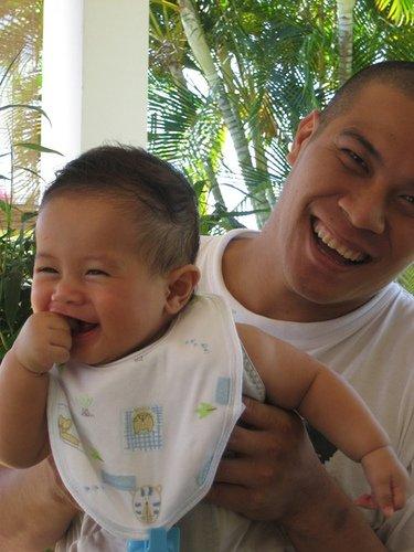 drole bébé rigole